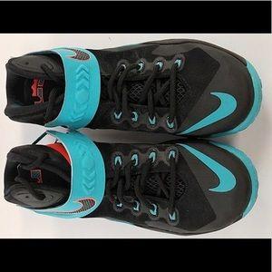 Men's Nike 653641-002 Lebron Zoom Soldier Shoes